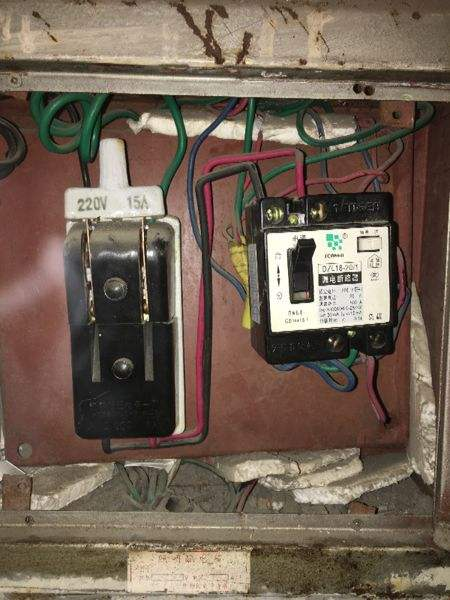 保险丝如何安装在家庭总电路中
